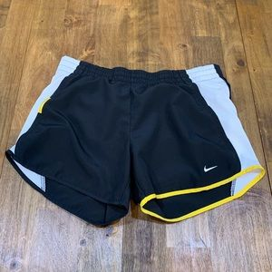 NIKE FIT DRY LIVESTRONG WOMEN'S BLACK SHORTS. XS